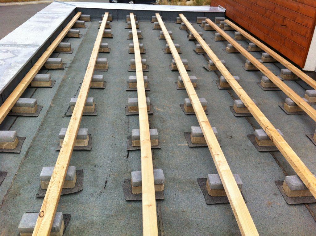 Dřevěná terasa ve svahu